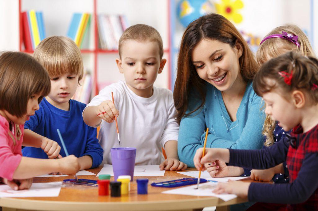 Cùng bé tạo ra các sản phẩm dễ thương ngay khi lần đầu tới tham quan trường sẽ ghi điểm cực mạnh phụ huynh